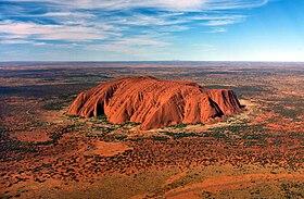 Vue aérienne d'Uluru.
