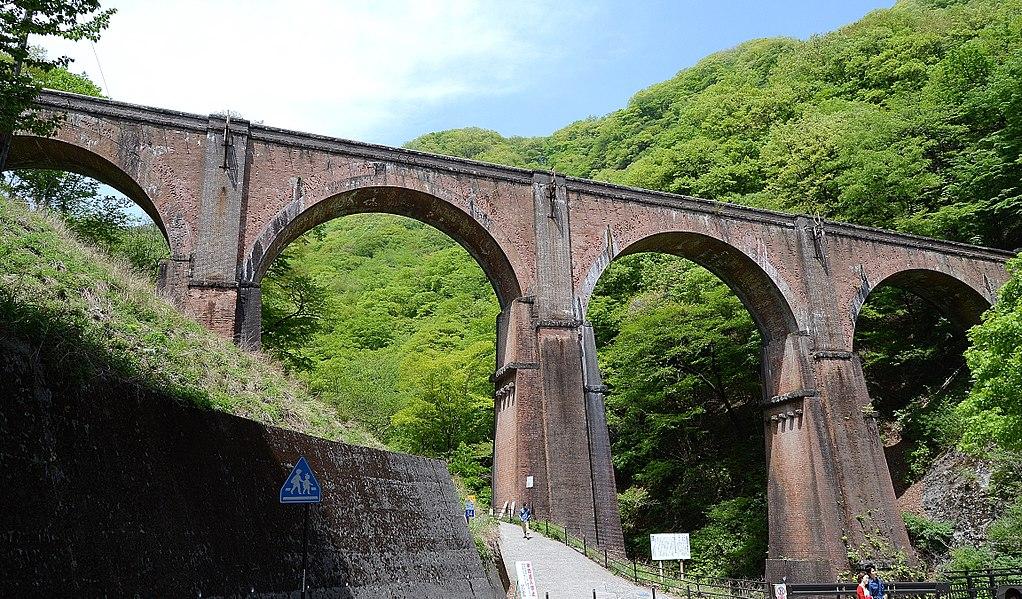 https://upload.wikimedia.org/wikipedia/commons/thumb/c/c2/Usui_no.3_bridge.JPG/1024px-Usui_no.3_bridge.JPG