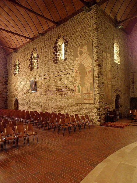 Intérieur de l'église Saint-Laurent de Vaiges (53). Costale nord de la nef.