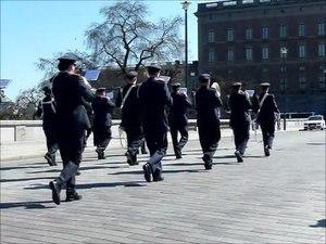 File:Vaktparaden Norrbro 2014-04-21.webm