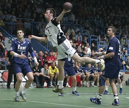 Tir en suspension. - Handball
