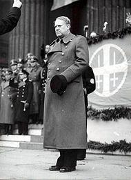 814ea84e Vidkun Quisling, Fører i fascistpartiet Nasjonal Samling før og under andre  verdenskrig, i sid uniformsfrakk med dobbelt knapperad
