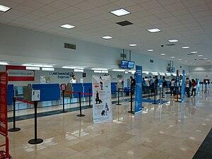 Villahermosa International Airport - Image: Villahermosa Aeropuerto Internacional Mostradores