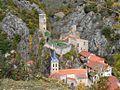 Vue sur la tour et l'Eglise du village de Saint-Floret.jpg