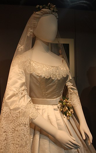 Honiton lace - This wedding dress from 1865 is trimmed with Honiton lace.