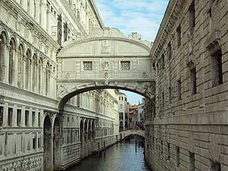 Bridge of Sighs, one of the most visited sites in the city Wenecja Most Westchnien.JPG