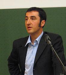 http://upload.wikimedia.org/wikipedia/commons/thumb/c/c2/WikiCemOezdemir.JPG/220px-WikiCemOezdemir.JPG