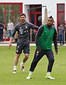 Xabi Alonso Arturo Vidal Training 2017-05 FC Bayern Muenchen-1.jpg