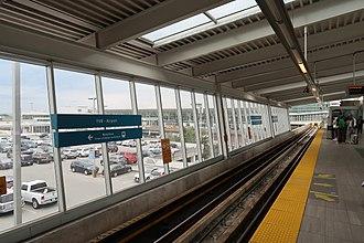 YVR–Airport station - Platform