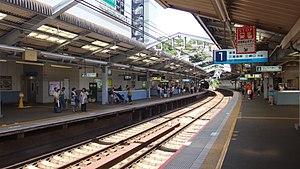 Yokosuka-chūō Station - The platforms, July 2015