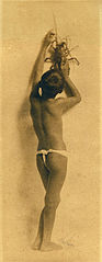 Young Hawaiian Boy in malu with lobster, c. 1902.jpg