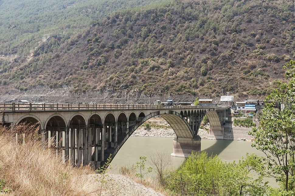 Yunnan China Jinsha-Jang-Bridge-at-Tiger-Leaping-Gorge-01.jpg