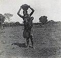 Zambèze-Femme Motoka (cropped).jpg