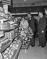 Zijne Koninklijke Hoogheid Prins Bernhard , winkelcentrum Crabbenhof te Dordre, Bestanddeelnr 916-3483.jpg