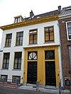 foto van Huis met rechte kroonlijst, gepleisterd, met 2 louis