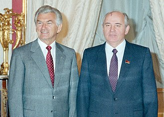 Bob Hawke with Soviet leader Mikhail Gorbachev in 1987. Hawke went on to become the longest-serving Labor Prime Minister. (14) 1987 Bob Hawke, Moscow, meeting with Gorbachev (cropped).jpg