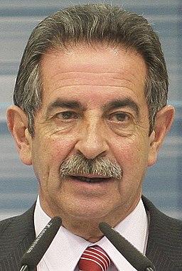 (Miguel Ángel Revilla) Fernández de la Vega ofrece una rueda de prensa con el presidente del Gobierno de Cantabria. Pool Moncloa. 26 de enero de 2010 (cropped) (cropped)