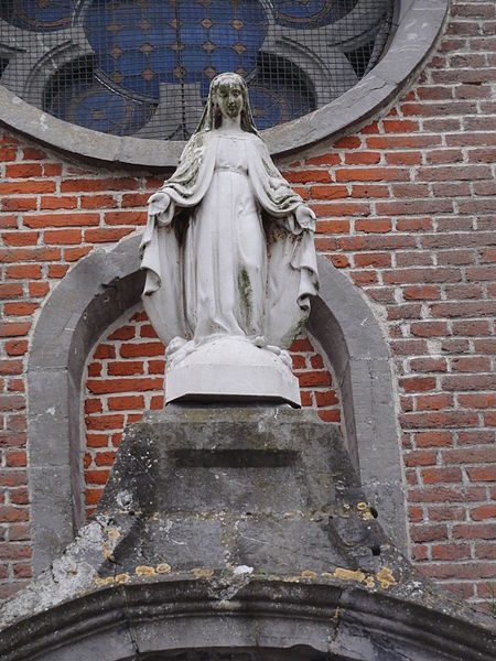 Étréaupont (Aisne) Église Saint-Martin, statue sur la façade c