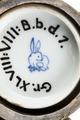 Östasiatisk keramik. Botten av skål. Stämpel och inventarienummer - Hallwylska museet - 95641.tif