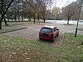 Čumpelíkova, vrak na parkovišti u střelnice (01).jpg