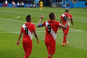 8f4fe4f618 Paolo Guerrero (ao centro) comemorando seu gol marcado diante da Seleção  Australiana no Estádio Olímpico de Fisht