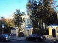 Ограда с пилонами ворот Городская усадьба Е.Е. Емельянова 03.JPG