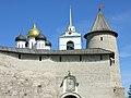 Псков Кремль Вход в детинец Троицкая башня.jpg