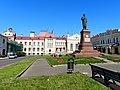Рыбинский историко-художественный и архитектурный музей и памятник Ленину.JPG