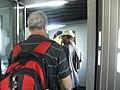 כניסה למטוס אל על דרך גשר עלייה למטוס D2.JPG