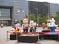 台中市政府前的泰迪熊 Taichung City Hall - panoramio.jpg