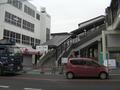 浜国(県道)から見た改修後の山陽東二見駅南口.png