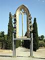 051 Finestral gòtic de la capella dels Ardèvol, parc de Sant Eloi.jpg