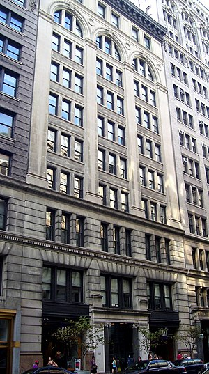Barnes & Noble - Barnes and Noble corporate headquarters, 122 (122–124) Fifth Avenue between West 17th and 18th Streets in the Flatiron District neighborhood of Manhattan, New York City