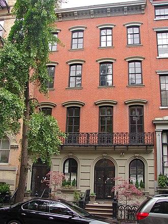 St. Mark's Historic District - Image: 125 E 10th NYC