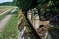 180522-04 Weg - Mauer - Friedhof.jpg