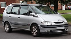 2002 Renault Espace Expression DCi 2.2 Front.jpg