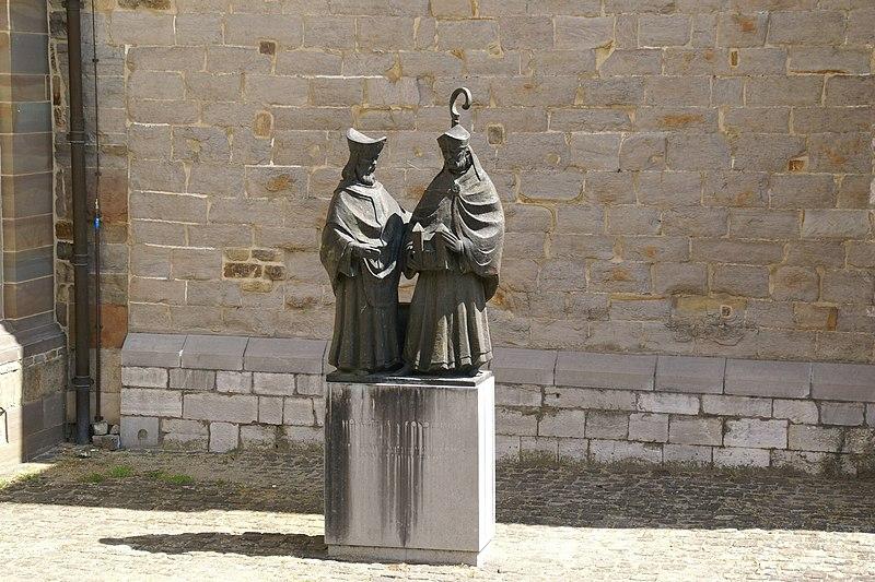 File:2010.07.20.130259 Statue St. Servaasbasiliek Maastricht.jpg