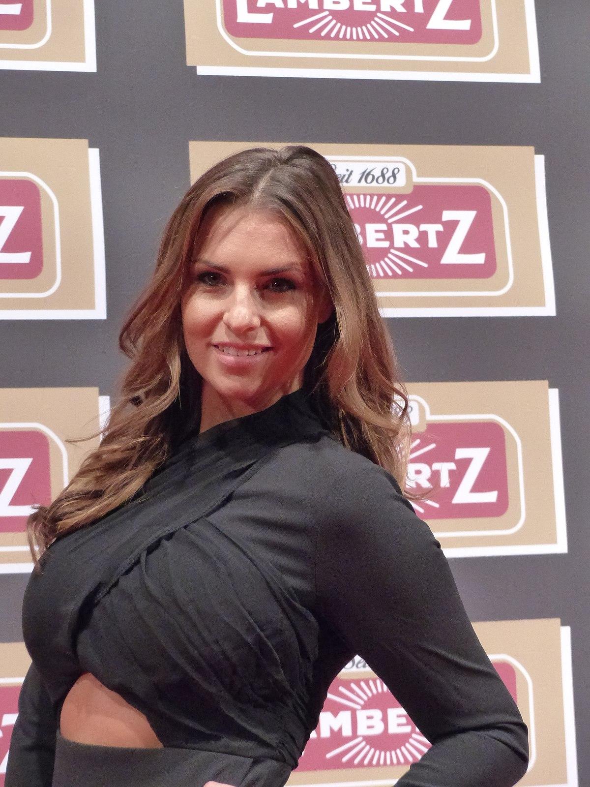 Claudia Deutsche Pornos Spermakloake im Einsatz