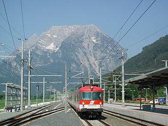 Enns Valley Railway - Triebzug 4010 im station Stainach-Irdning mit Grimming (2003)