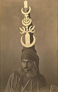 Dastar bunga style of turban used by a specific sect within the Sikhs, the Akali Nihangs