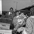 Aankomst Ella Fitzgerald en Oscar Peterson (links) op Schiphol, Bestanddeelnr 916-3486.jpg