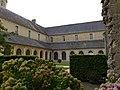 Abbaye de Mondaye - cloître.JPG