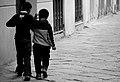 Abbraccio fraterno (3191381861).jpg