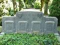 Achterzijde van het grafmonument voor zeven gesneuvelde Nederlandse militairen op de Algemene begraafplaats Zutphen.JPG