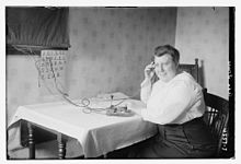 Ada Jones sending morse code in 1918.jpg