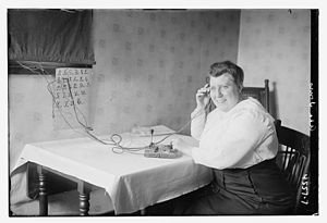 Ada Jones - Image: Ada Jones sending morse code in 1918