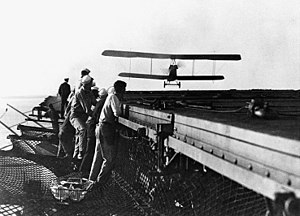 Aeromarine 39 - An Aeromarine 39 approaches U.S.S. Langley during landing trials in October 1922
