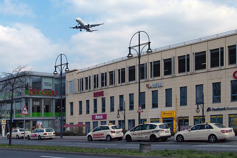 File:Air france flugzeug uber dem kutschi 06.04.2012 14-43-56.jpg