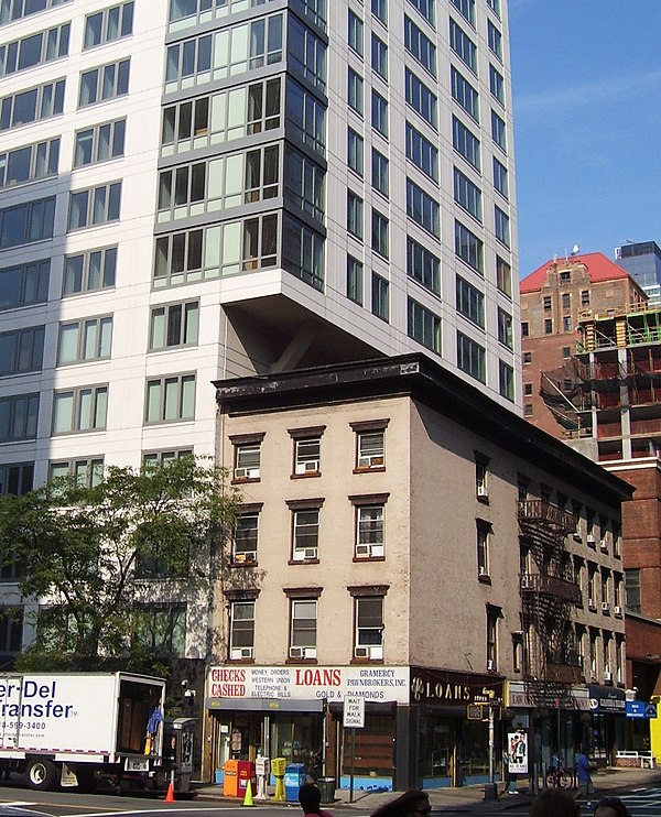 An example of air rights in use: a high-rise building extends over a four-story building in Manhattan Air rights 318 Third Ave.jpg