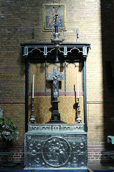 File:Altar by Henry Wilson in St Bartholomew's Church, Brighton 01.JPG